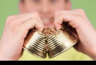 10 spôsobov ako otvoriť konzervu s jedlom bez otvárača