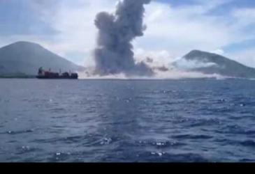 Erupcia sopky, Papua Nová Guinea