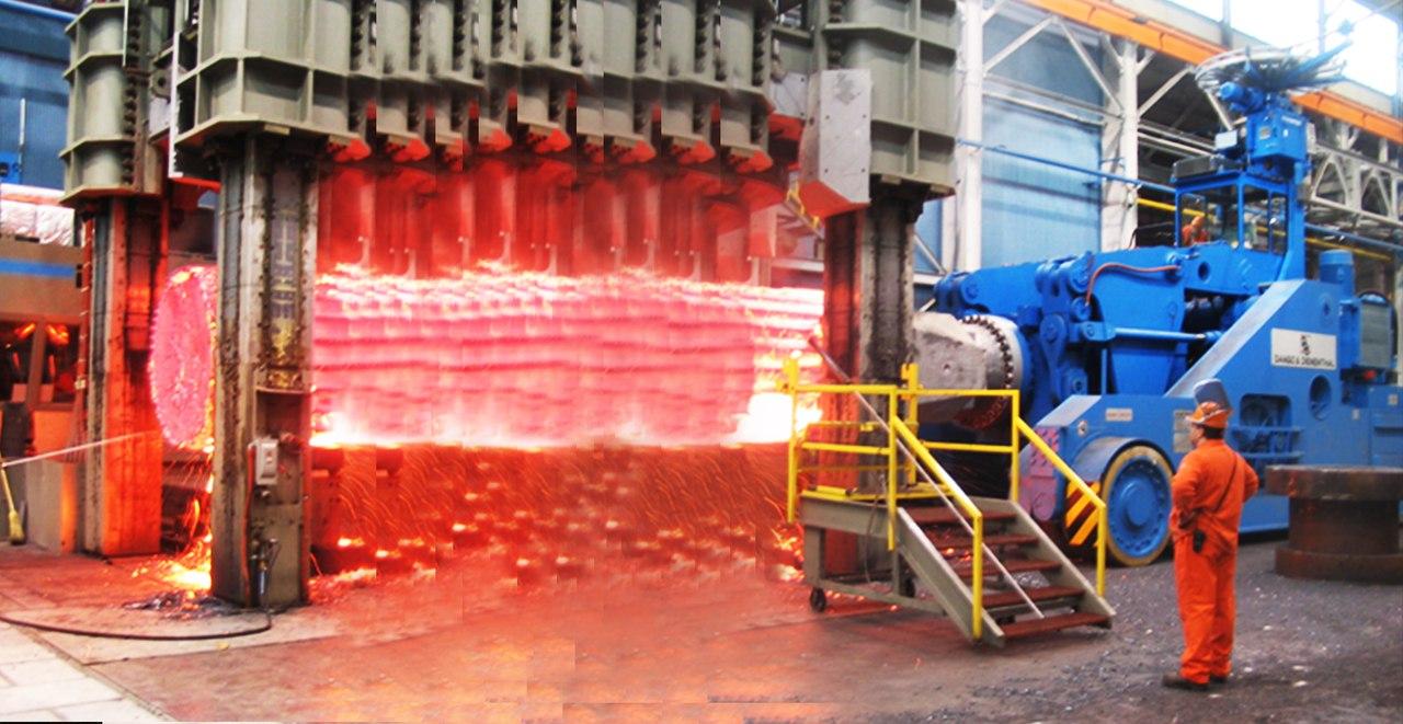 Hypnotické video vnútri extrémnej továrne na kovanie: hydraulické pneumatické mega kladivo a iné stroje, CNC