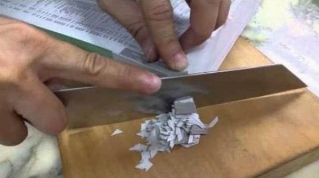 Pre nôž japonského šéfkuchára je aj hrubý telefónny zoznam ako roztopené maslo