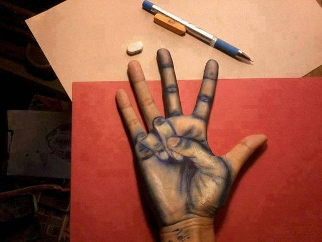 Skvelá kresba ruky na ruke