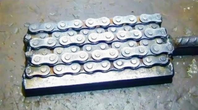 Výroba noža z motocyklovej reťaze v Rusku